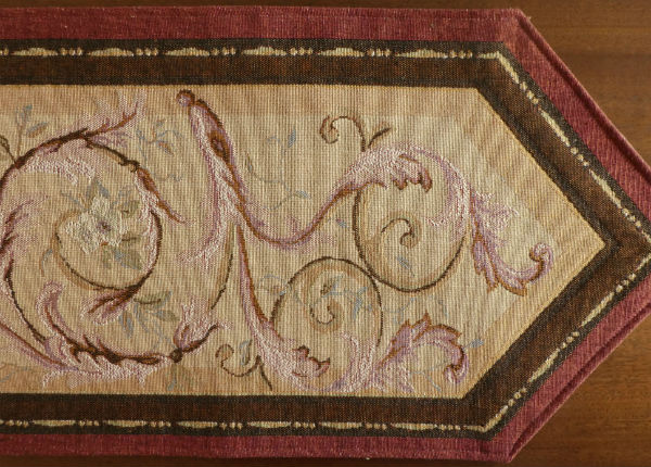 Orleans table runner detail